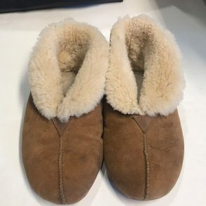 Ugg's slippers size w6